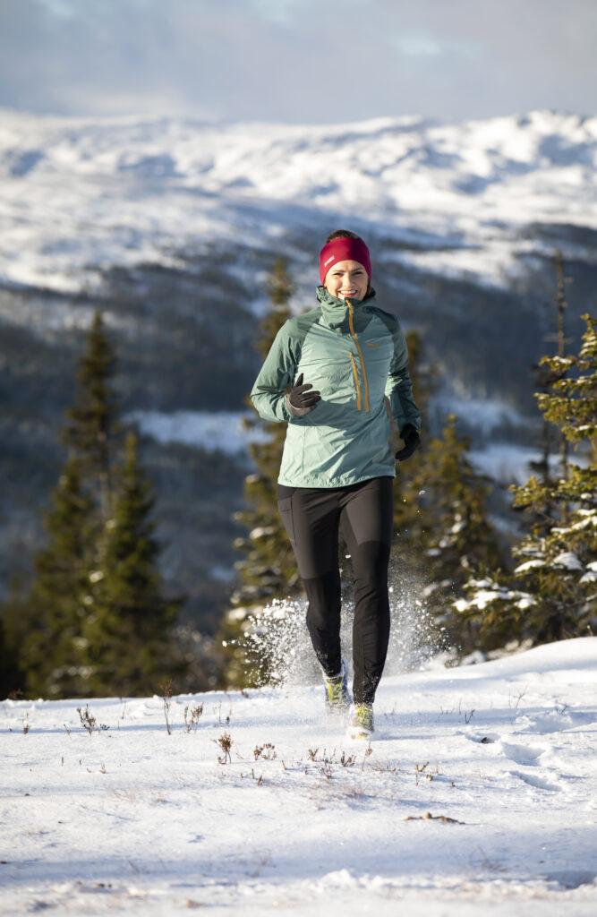 Person springer på fjället i Åre Foto: Susanne Kvarnlöf